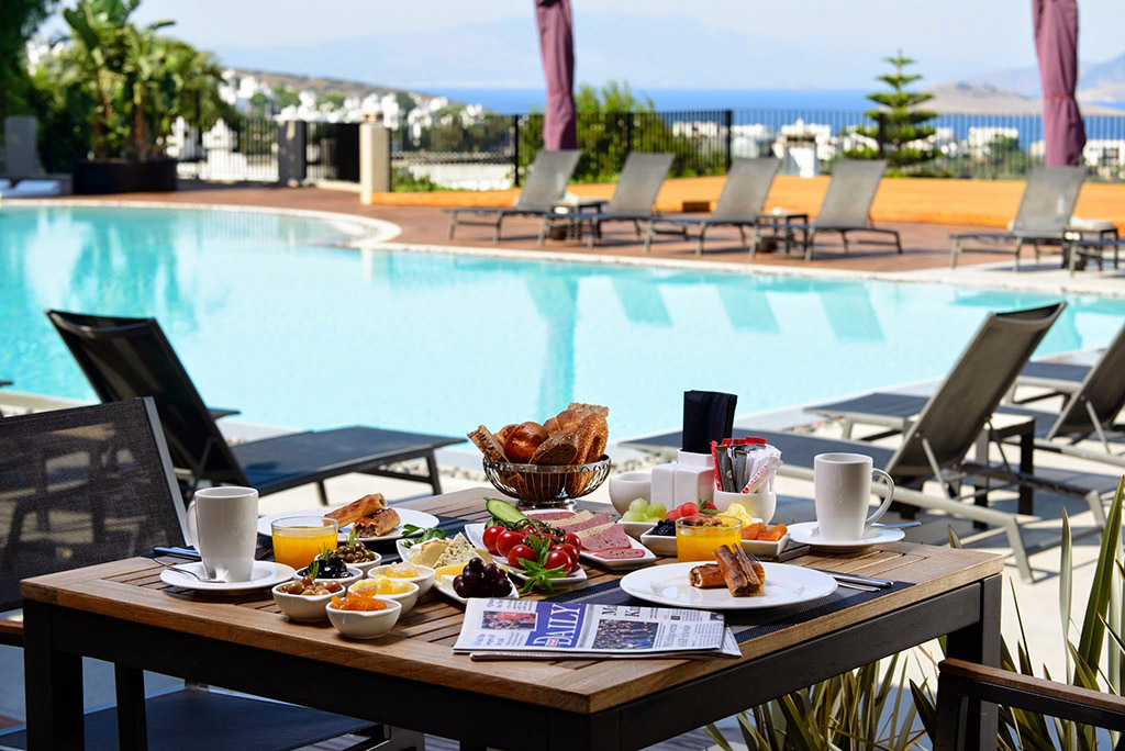 Ramada_Pool with Breakfast