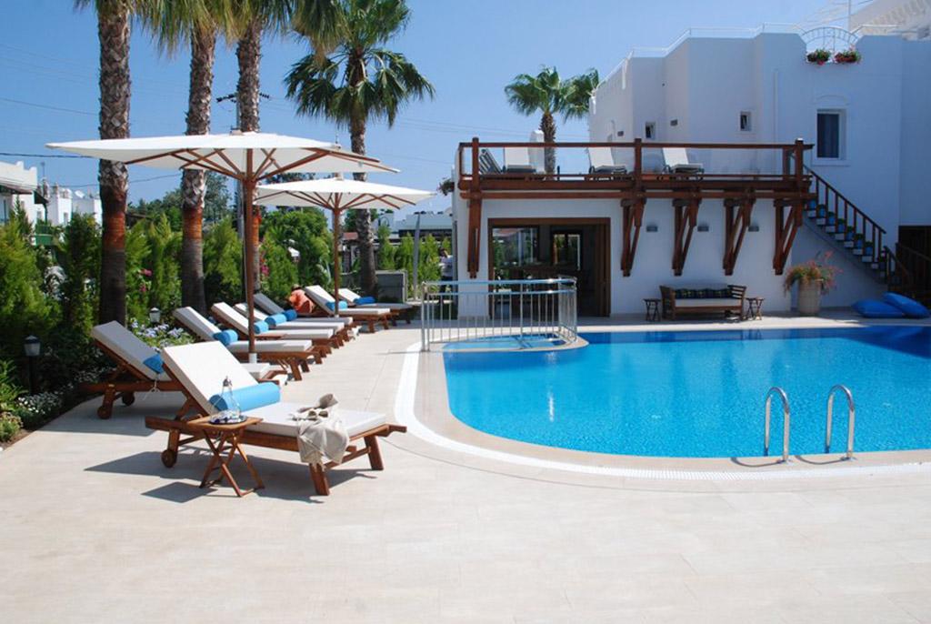 THE CORNER HOTEL_havuz05